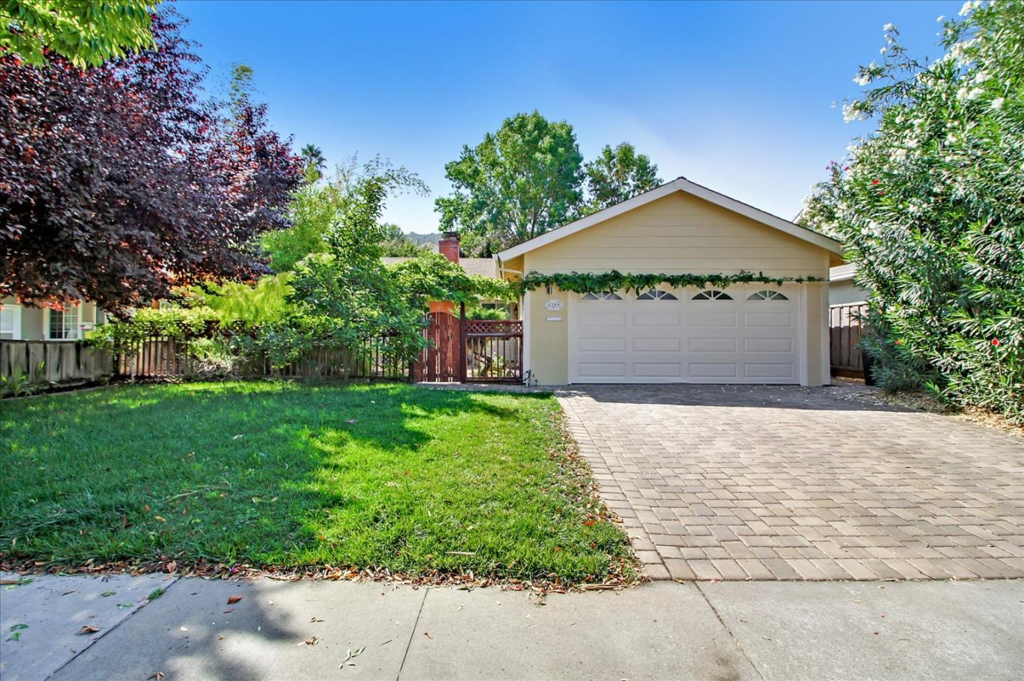 Detail Gallery Image 1 of 22 For 6289 Mahan Dr, San Jose,  CA 95123 - 2 Beds   2 Baths