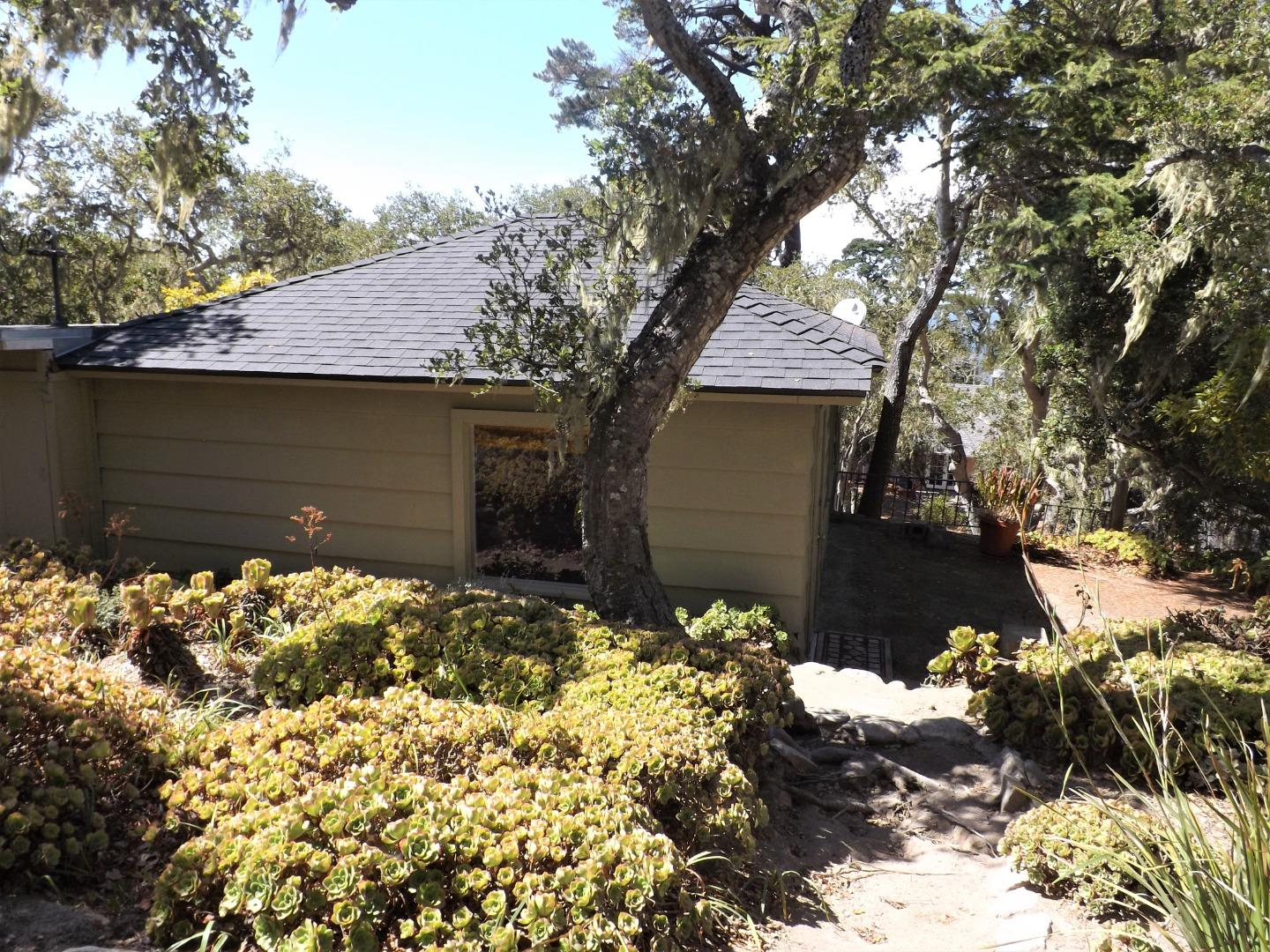 Detail Gallery Image 1 of 1 For 125-A Cypress Way, Carmel,  CA 93923 - 1 Beds   1 Baths