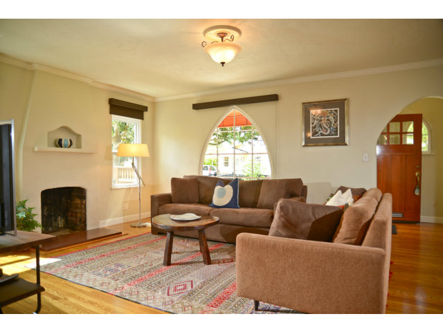 1015 IRIS ST, Redwood City, CA 94061 $999,000 Www.atlistings.com  MLS#81415176
